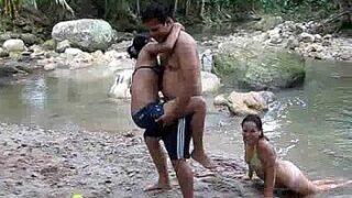 Cachando en el agua