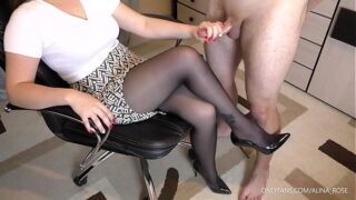 Amateur Teen Step Sis Handjob and Cumshot on her feet in Shoes